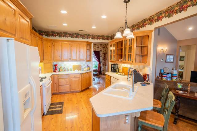 17526 Yellow Pine Ave, Shasta Lake, CA 96019 (#21-2141) :: Real Living Real Estate Professionals, Inc.