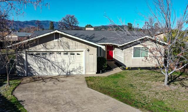 1098 Camelot Ct, Redding, CA 96003 (#21-216) :: Vista Real Estate