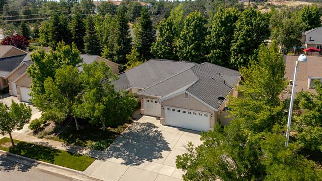 943 Leisha Ln, Redding, CA 96001 (#21-2580) :: Vista Real Estate