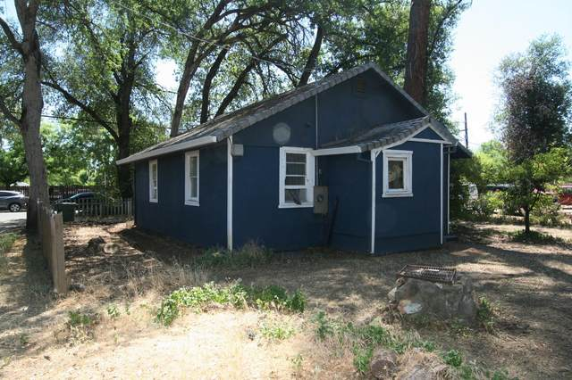 3066 School St, Redding, CA 96002 (#21-2604) :: Vista Real Estate