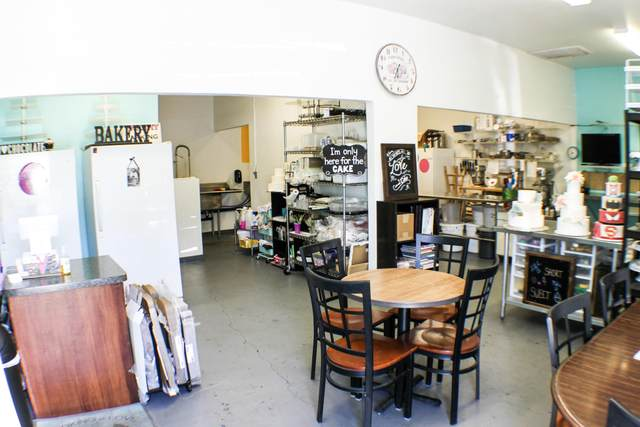 810 Lake Blvd, Redding, CA 96003 (#21-2627) :: Real Living Real Estate Professionals, Inc.