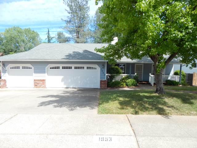 1953 Kinvarra Way, Redding, CA 96001 (#21-2682) :: Wise House Realty
