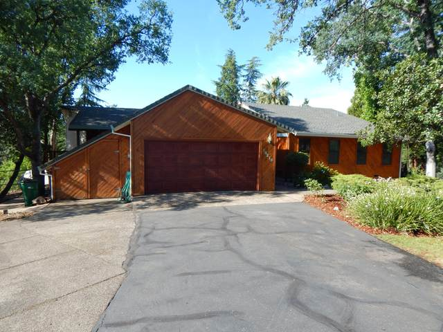 16219 Plateau Cir, Redding, CA 96001 (#21-2699) :: Wise House Realty