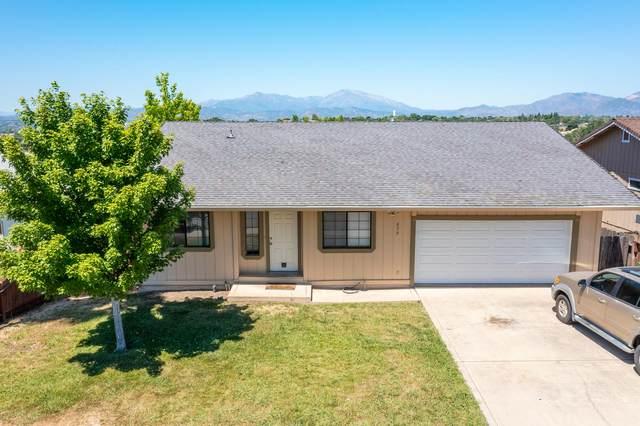 872 Springer Dr, Redding, CA 96003 (#21-2716) :: Vista Real Estate