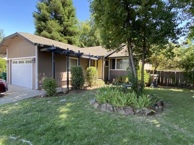 2585 Lupine St, Anderson, CA 96007 (#21-2726) :: Vista Real Estate