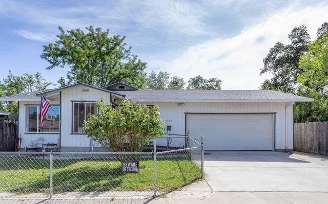 1596 Diamond St, Anderson, CA 96007 (#21-2762) :: Vista Real Estate