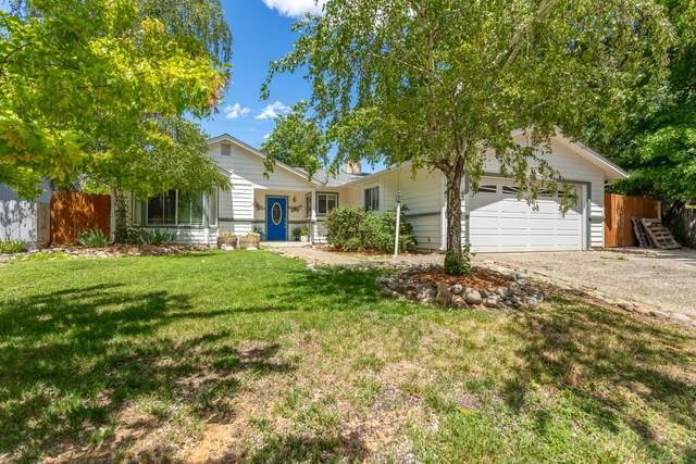 256 Newport Dr, Redding, CA 96001 (#21-2876) :: Real Living Real Estate Professionals, Inc.