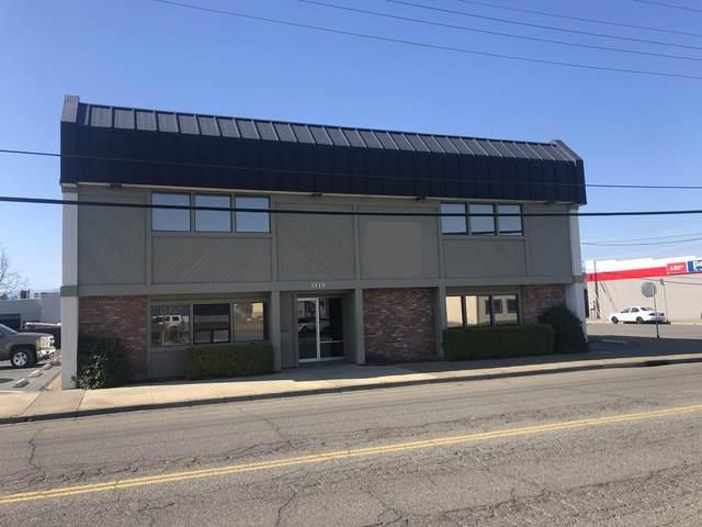 2410 Larkspur Ln, Redding, CA 96002 (#21-3213) :: Waterman Real Estate