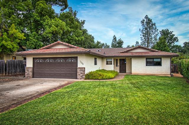 1240 Hawthorne Ave, Redding, CA 96002 (#21-3603) :: Wise House Realty