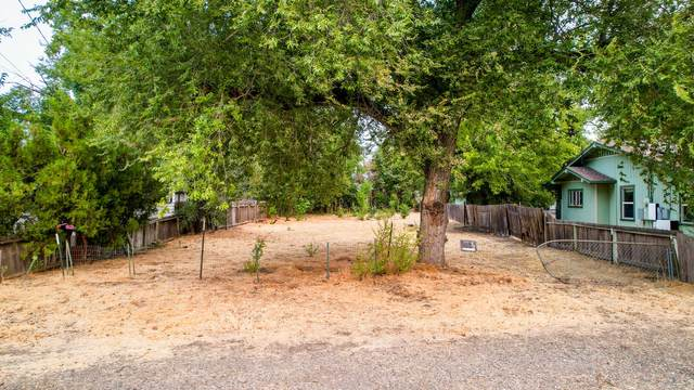 2248 South St, Anderson, CA 96007 (#21-3627) :: Wise House Realty