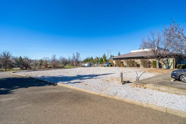 3617 Meadow View Dr, Redding, CA 96002 (#21-3918) :: Vista Real Estate