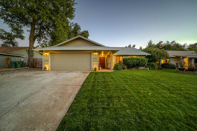 1867 Silverfield Loop, Redding, CA 96002 (#21-4493) :: Vista Real Estate