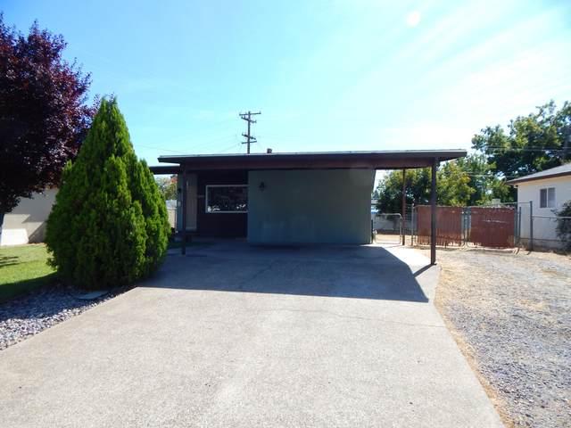 1561 Pinon Ave, Anderson, CA 96007 (#21-4701) :: Vista Real Estate