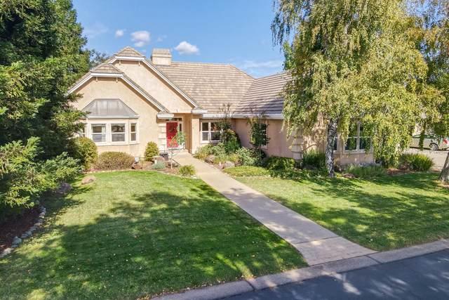 831 Santa Cruz Dr, Redding, CA 96003 (#21-4861) :: Vista Real Estate
