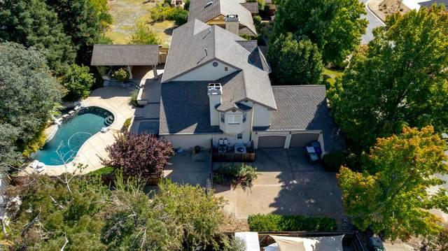 877 Sunriver Ln, Redding, CA 96001 (#21-4863) :: Waterman Real Estate
