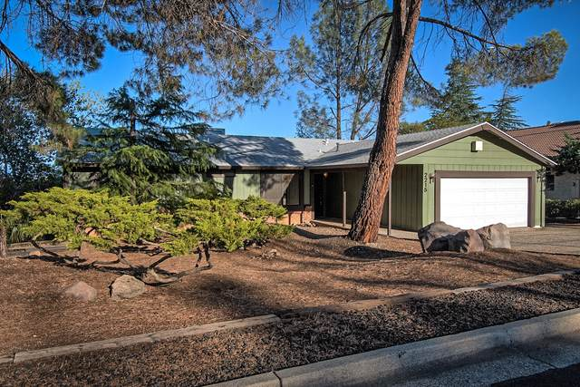 2215 Oak Ridge Dr, Redding, CA 96001 (#21-4873) :: Vista Real Estate