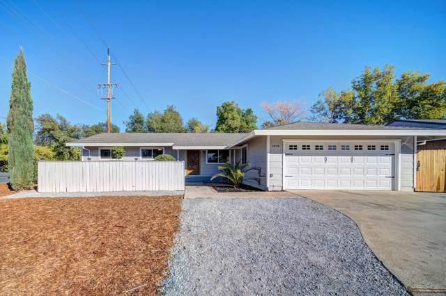 1018 Pineland Dr, Redding, CA 96002 (#21-4896) :: Vista Real Estate
