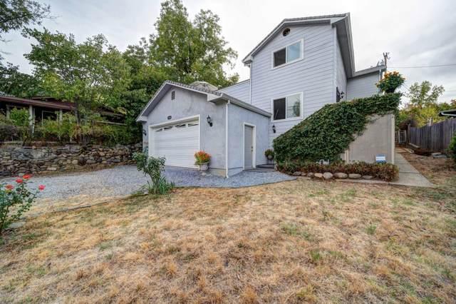 1550 Walnut Ave, Redding, CA 96001 (#21-4897) :: Vista Real Estate