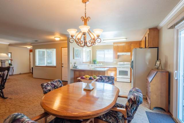 6849 Creekside St, Redding, CA 96001 (#21-805) :: Wise House Realty