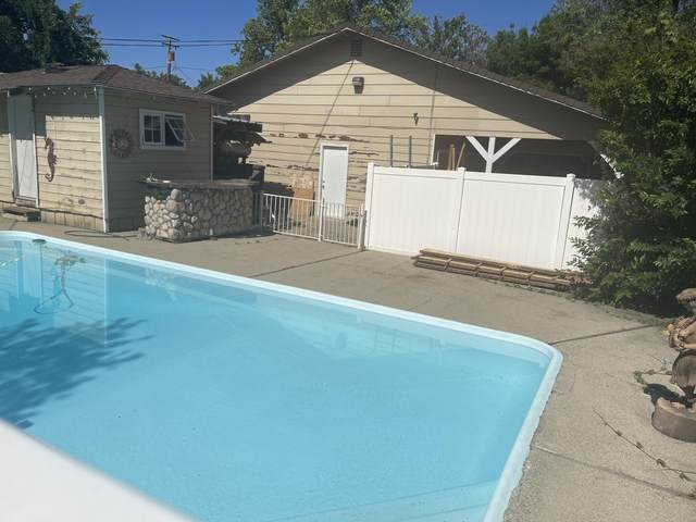 1756 Garden Ave, Redding, CA 96001 (#21-2244) :: Wise House Realty
