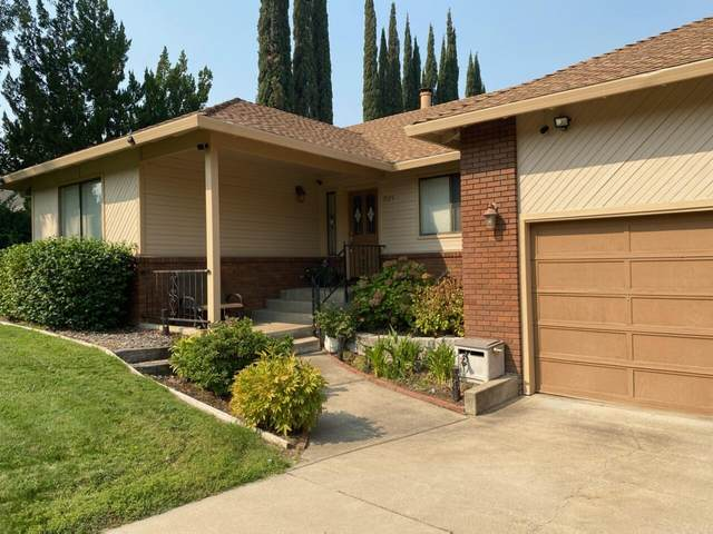 1525 El Capitan Dr, Redding, CA 96001 (#21-4447) :: Wise House Realty