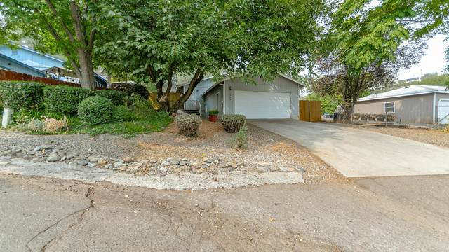 2908 West St, Redding, CA 96001 (#20-4589) :: Wise House Realty
