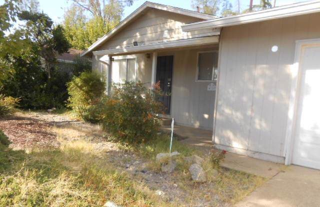 4320 Melody Ln, Redding, CA 96001 (#19-6030) :: Wise House Realty