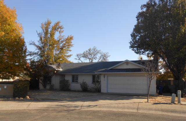 2827 Donner Ct, Redding, CA 96001 (#19-6415) :: Wise House Realty