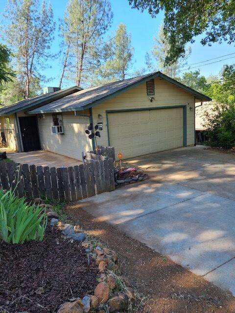 3656 Conchas St, Shasta Lake, CA 96019 (#21-2144) :: Real Living Real Estate Professionals, Inc.
