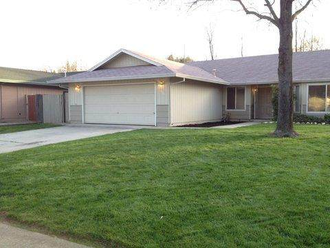 6866 Hemlock St, Redding, CA 96001 (#21-242) :: Vista Real Estate
