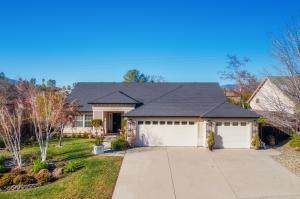 2358 Tradition Way, Redding, CA 96001 (#21-2761) :: Real Living Real Estate Professionals, Inc.
