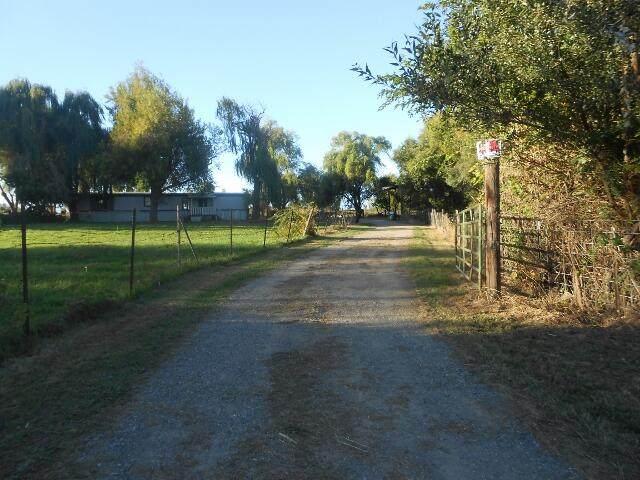 4084 Balls Ferry Rd, Cottonwood, CA 96022 (#21-4459) :: Vista Real Estate