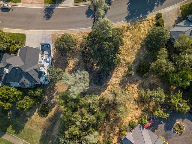 1866 Gold Hills Dr, Redding, CA 96003 (#21-888) :: Real Living Real Estate Professionals, Inc.