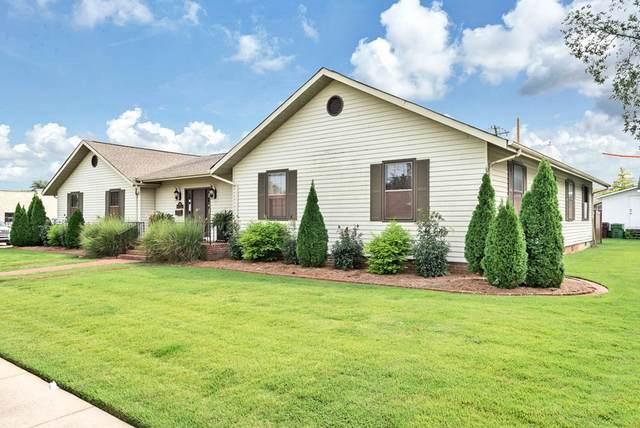 105 2nd St W, Tuscumbia, AL 35674 (MLS #432076) :: MarMac Real Estate