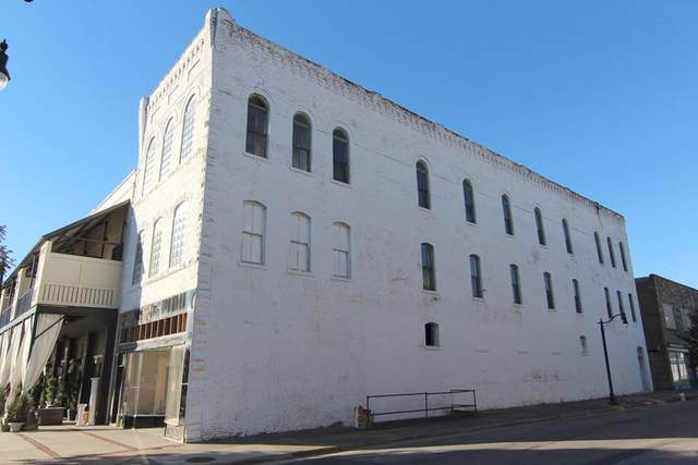 223 N Montgomery Ave, Sheffield, AL 35660 (MLS #433996) :: MarMac Real Estate