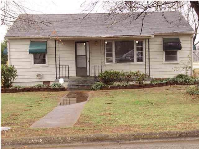 2806 10th Ave E, Sheffield, AL 35660 (MLS #428326) :: MarMac Real Estate