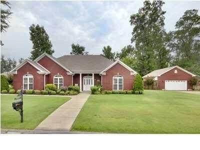 1806 Wildwood St, Muscle Shoals, AL 35661 (MLS #429491) :: MarMac Real Estate