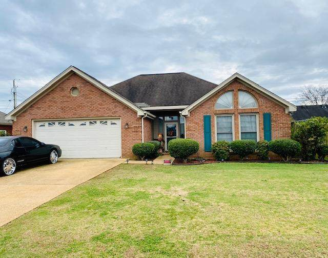 204 Pershing Ave, Muscle Shoals, AL 35661 (MLS #432692) :: MarMac Real Estate