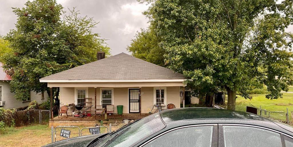 911 Montgomery Ave - Photo 1