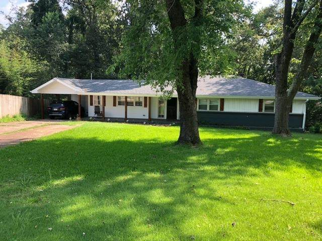 1613 Edgemont Dr, Florence, AL 35630 (MLS #500274) :: MarMac Real Estate