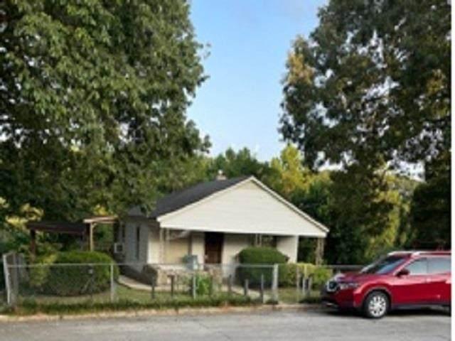 803 Madison St, Tuscumbia, AL 35674 (MLS #500811) :: MarMac Real Estate