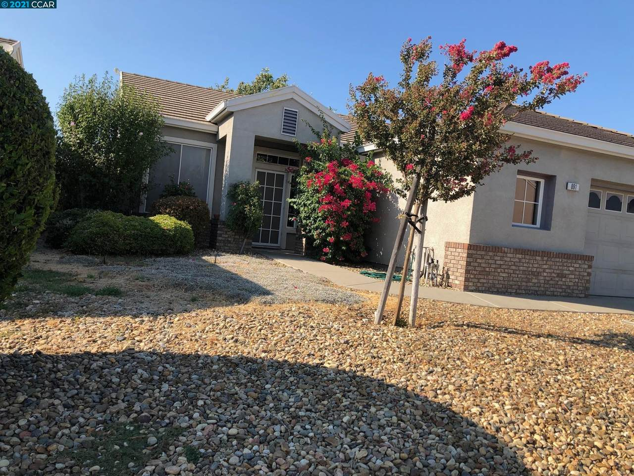 891 Iverness Dr - Photo 1