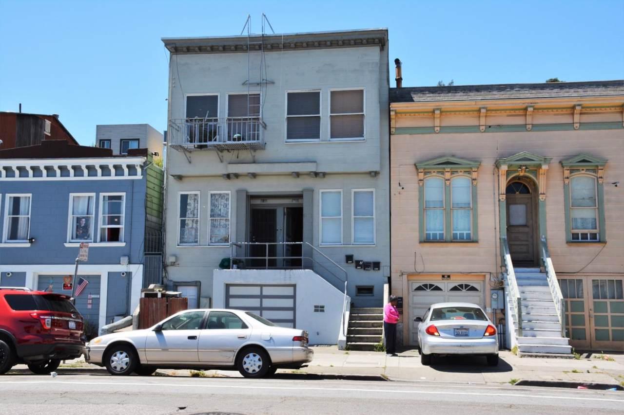1731 Oakdale Ave - Photo 1