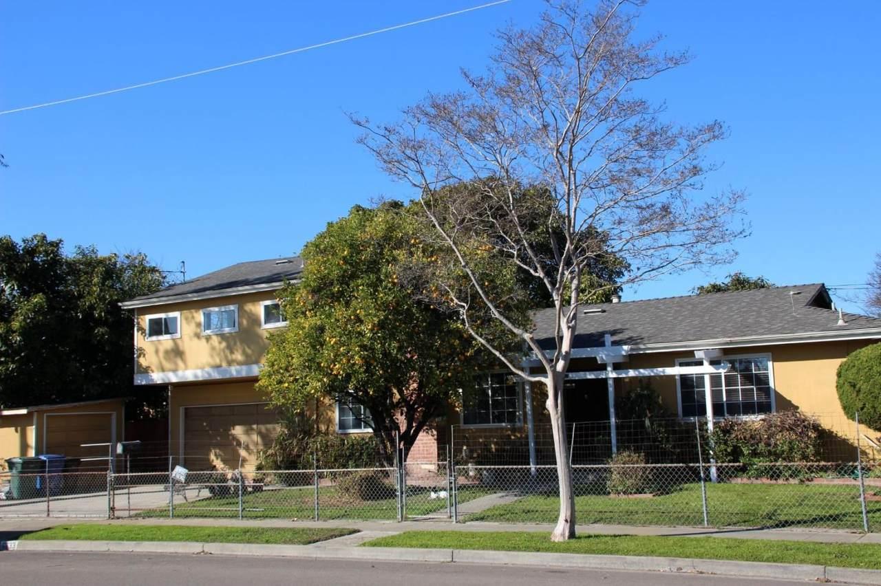 6633 Rochelle Ave - Photo 1