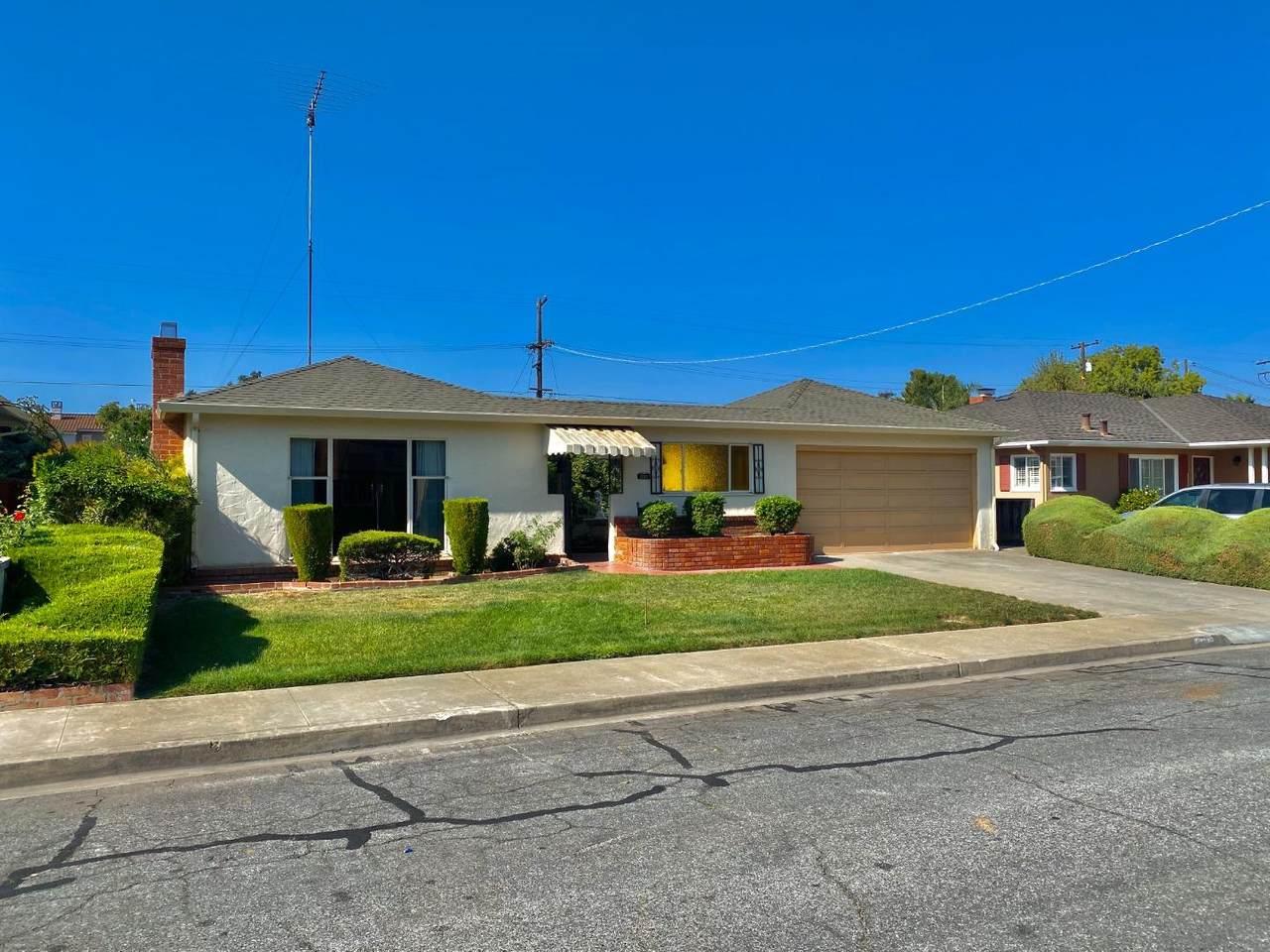 992 Fairfield Ave - Photo 1