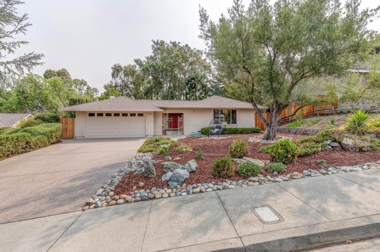 988 Riesling Dr - Photo 1