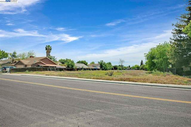 90 W Mt Oso Way, Tracy, CA 95376 (#BE40902546) :: Robert Balina | Synergize Realty