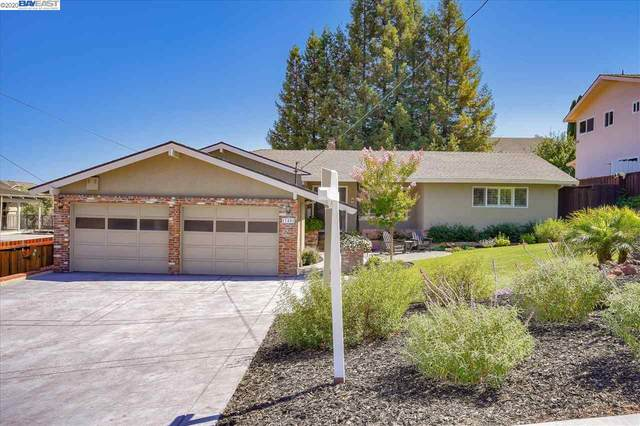 17451 Parker Rd, Castro Valley, CA 94546 (#BE40914932) :: Robert Balina | Synergize Realty