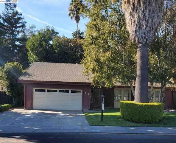 1323 Trailwood Ave, Manteca, CA 95336 (#BE40922736) :: The Realty Society