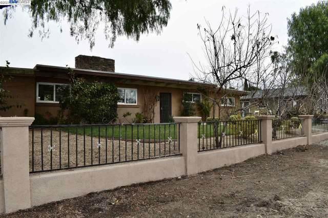 951 El Toro Dr, Hollister, CA 95023 (#BE40937965) :: The Goss Real Estate Group, Keller Williams Bay Area Estates
